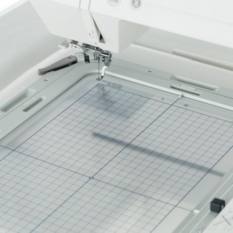 Masina de brodat digitala JANOME Memory Craft 550E, 180 modele incorporate, 860 spm, 45W, Alb/Gri
